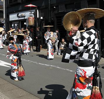 闘鶏楽組の祭の様子